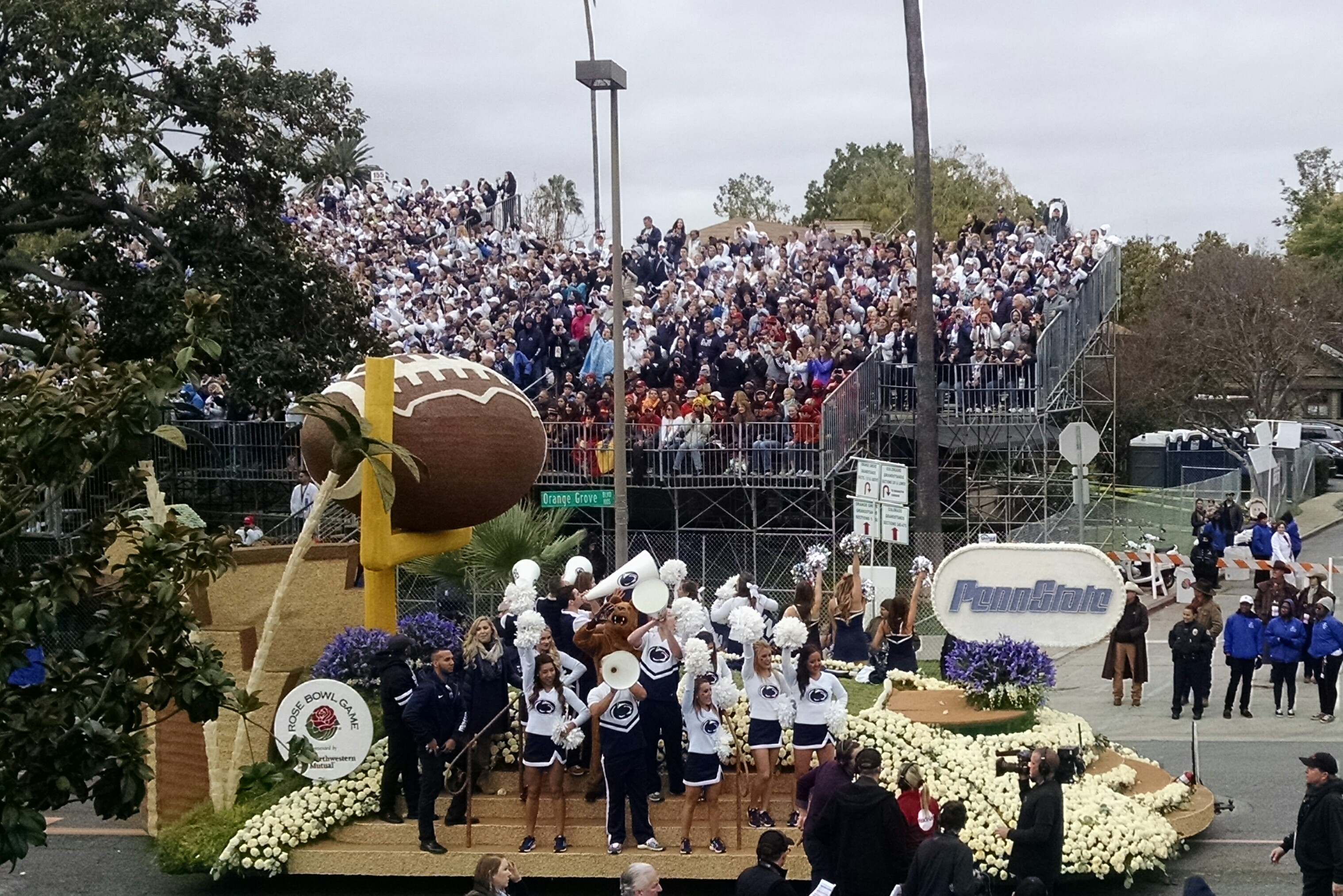 Penn State float at Rose Bowl parade